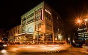 building corner at night near apartment in wilmington de